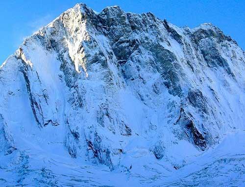 Severní stěna Grandes Jorasses po sněhové bouři