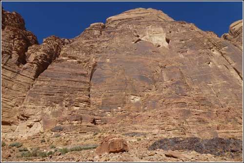 Jebel Rum - nejimpozantnější cíl horolezců ve Wadí Rum.