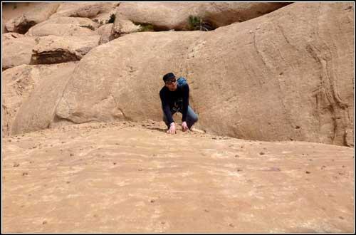 Jebel Barrah. Takovéto pískovcové ping-pongové míčky prý existují jen tady.