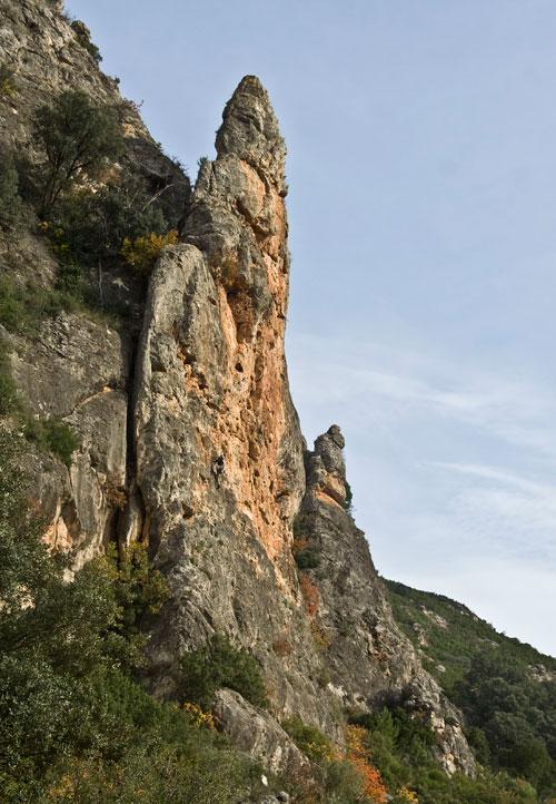Aguja Rocha, oblast Cueva Alta