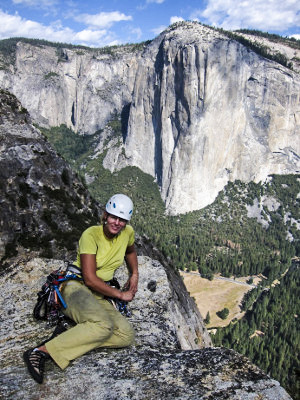 Na Cathedral rocks, v pozadí El Capitan