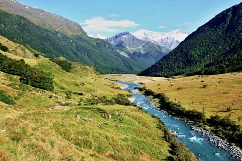 Dvacetikilometrovým údolím k Mount French