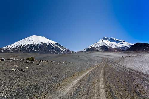 BOLIVIA, 13.6.–14.7.2013 - Sajama. Cestou do basecampu pod Parinacotu. Parinacota (6342), Pomerape (6282).