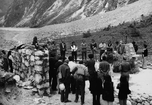 Peru 72, odhalování památníku