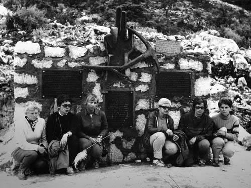 Peru 72, u památníku Jechová, Náhlovská, Novotná, Černá, Kolářová, Nejedlová