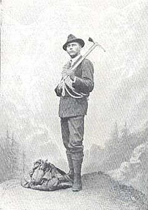 Jenö Wachter. první horolezecká oběť Tater. Přední maďarský horolezec zahynul při slanění z Žabího koně 8.8.1907. Ve věku dvaceti let se mu přetrhla slaňovací smyčka.