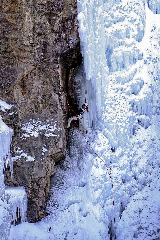 Lucka v přechodu - z ledu na skálu