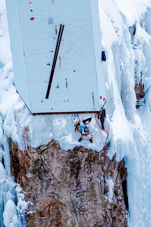 Přes kousek ledu na drytoolovou věž