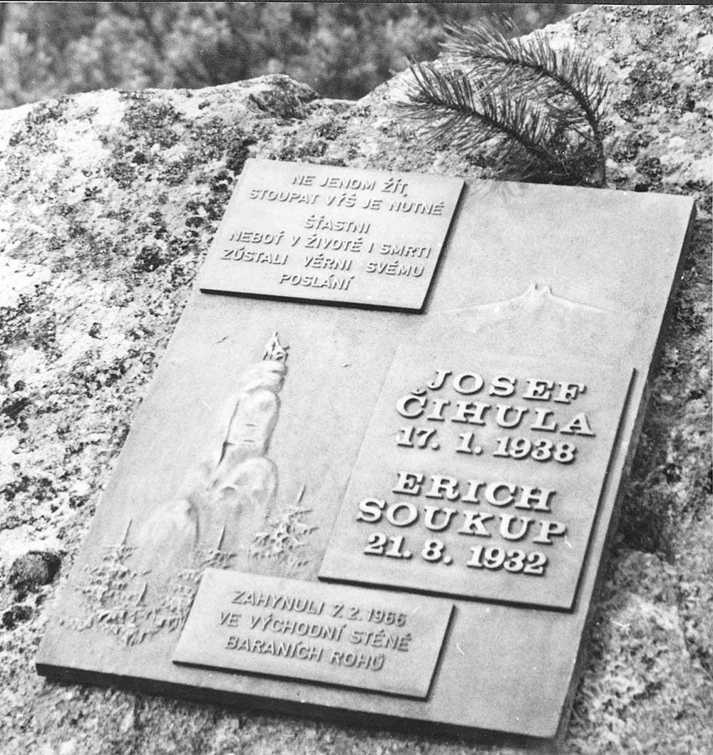 Pamětní deska v Julských Alpách