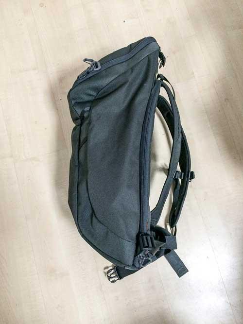 batoh z boku