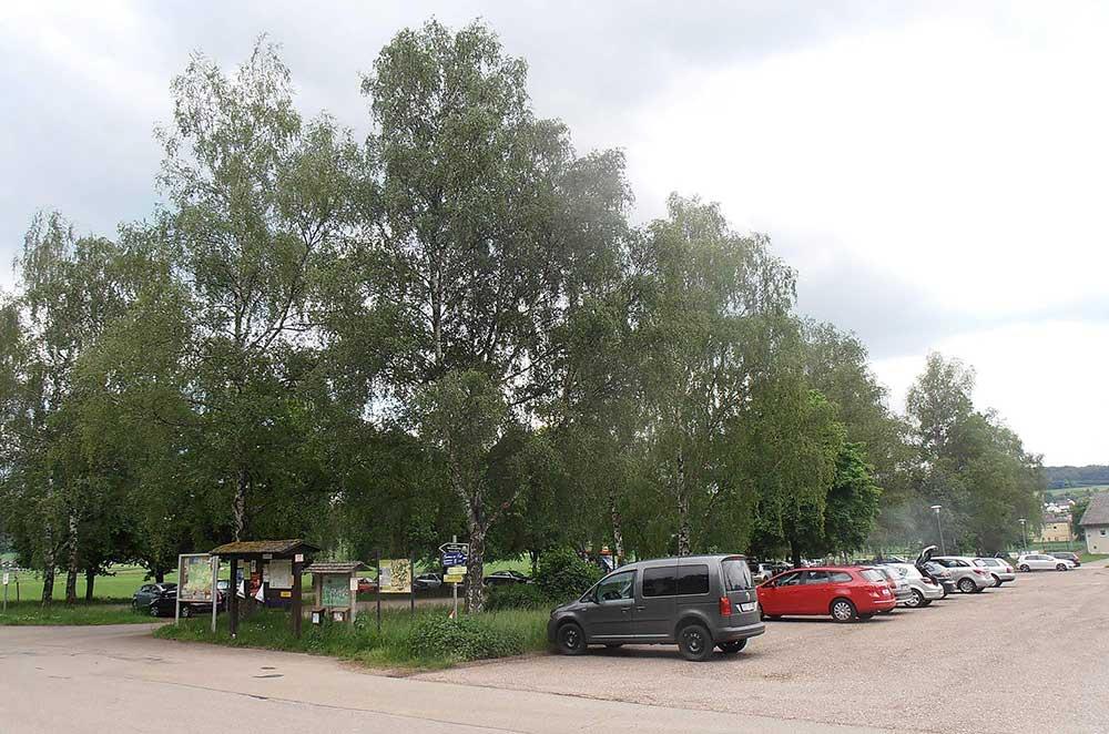 Parkáč, na konci s domečkem s vodou a záchody