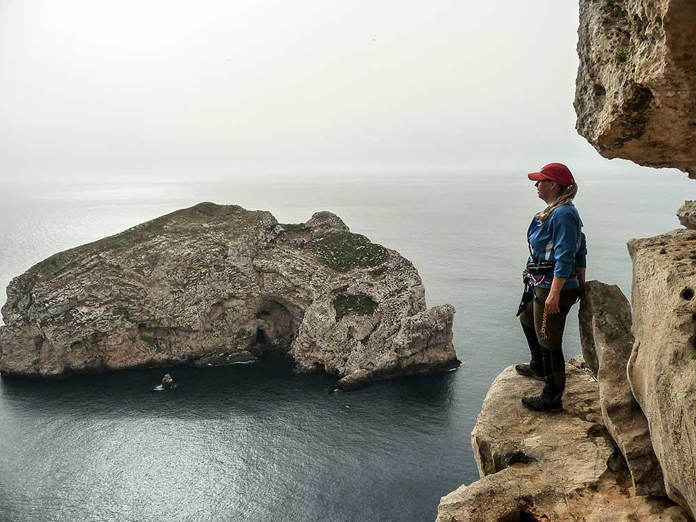 Výhľad na ostrovček Fordada z nástupu k ferrate