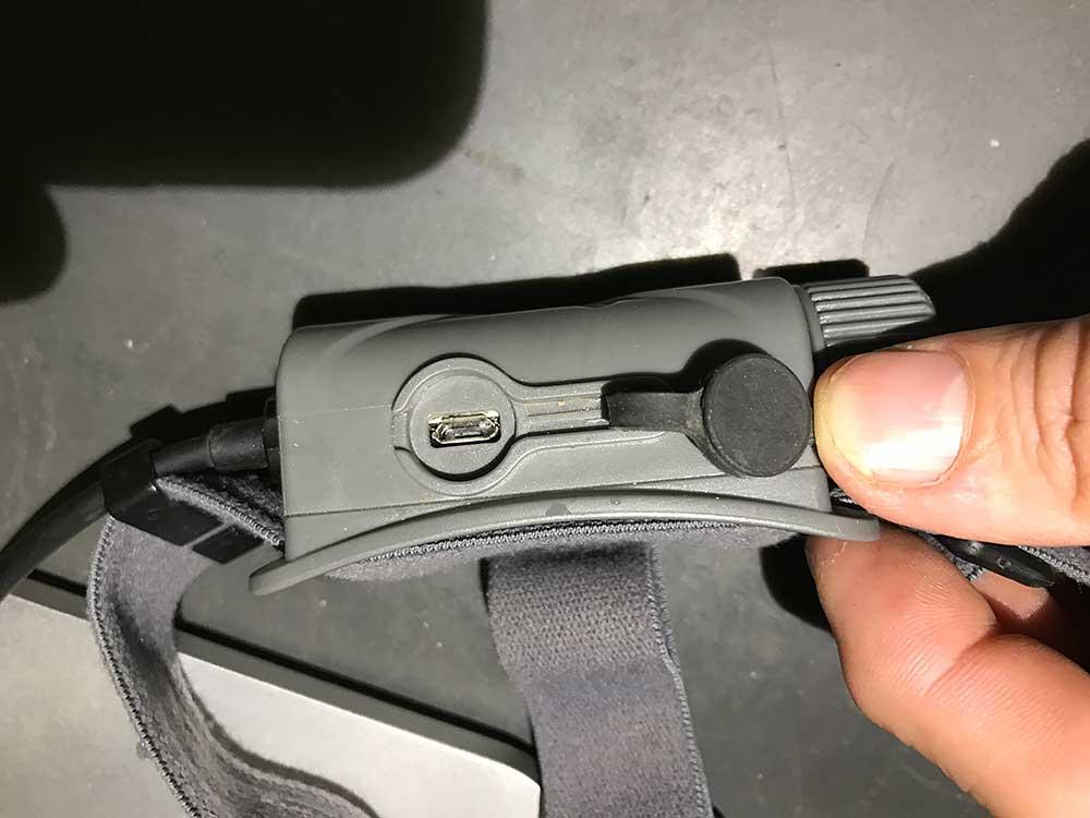 Gumou těsněný USB konektor