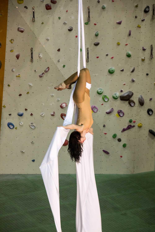 Úvodní akrobacie na šálách