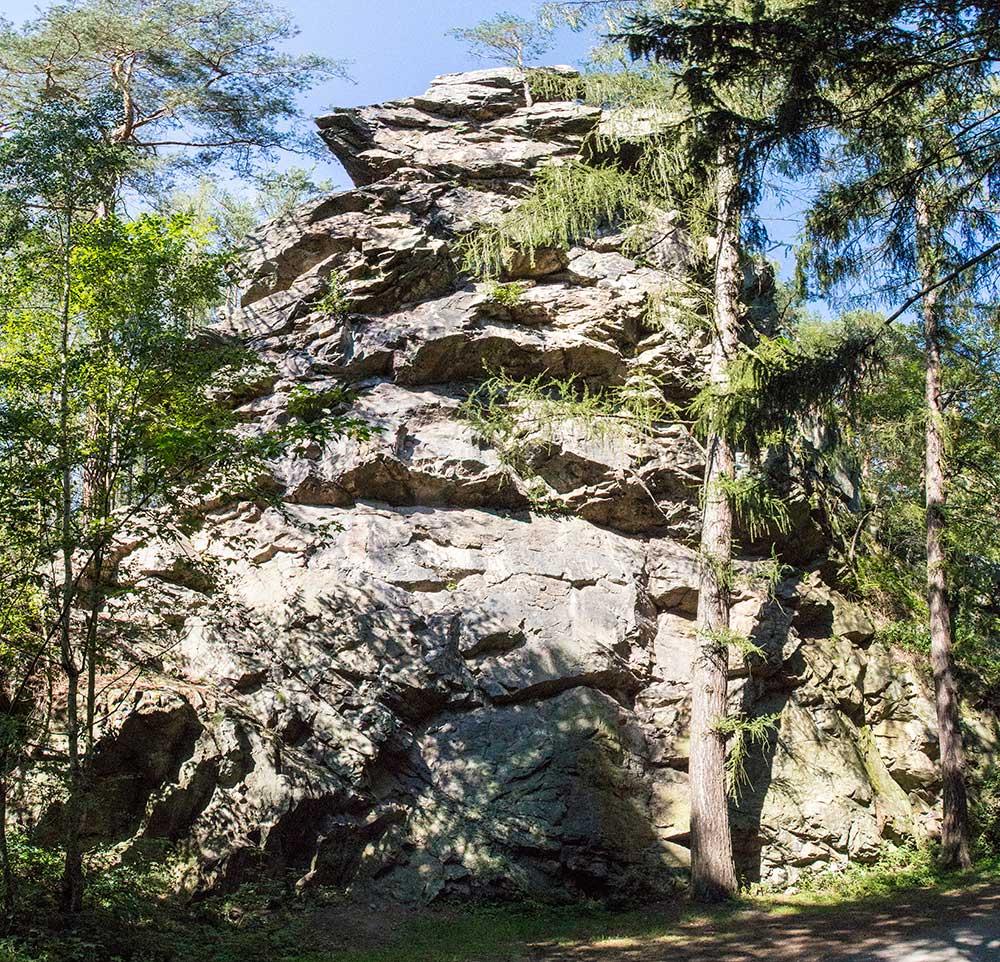Jihozápadní stěna Mrtnické skály