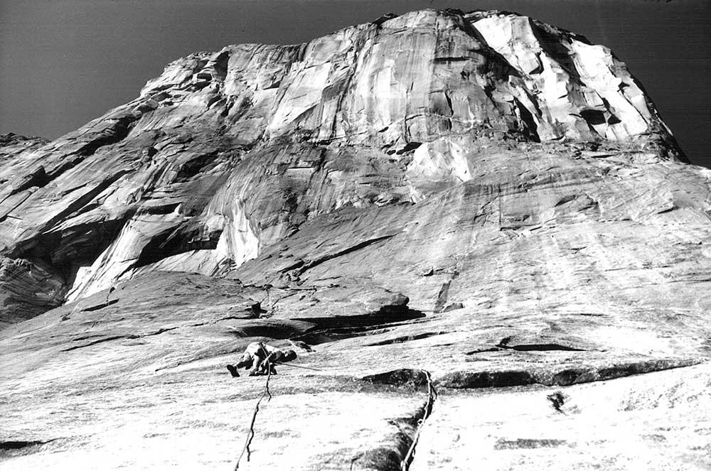Royal Robbins vede 5. délku prvovýstupu Salathé Wall na El Capitana