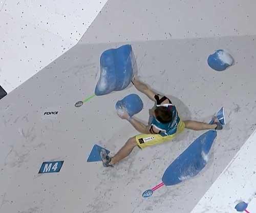 Alexej Rubcov ve 4. boulderu