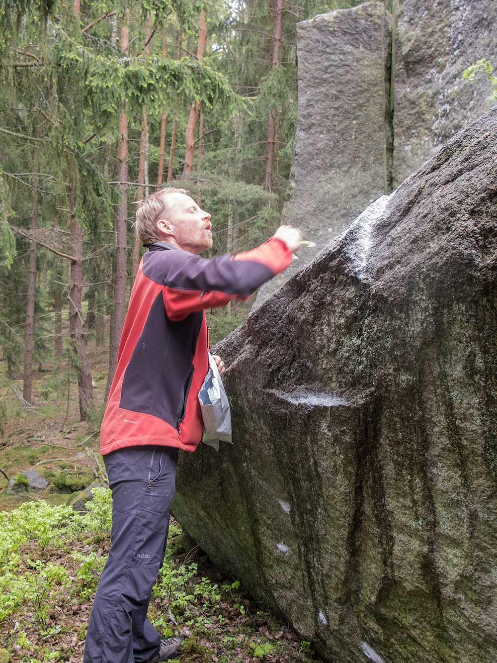 Petr Resch suší čtyřkový boulder na Lůmku