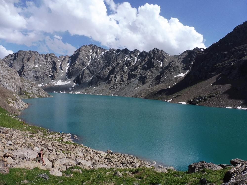 Jezero Ala-Kul ve výšce 3560 m n. m.