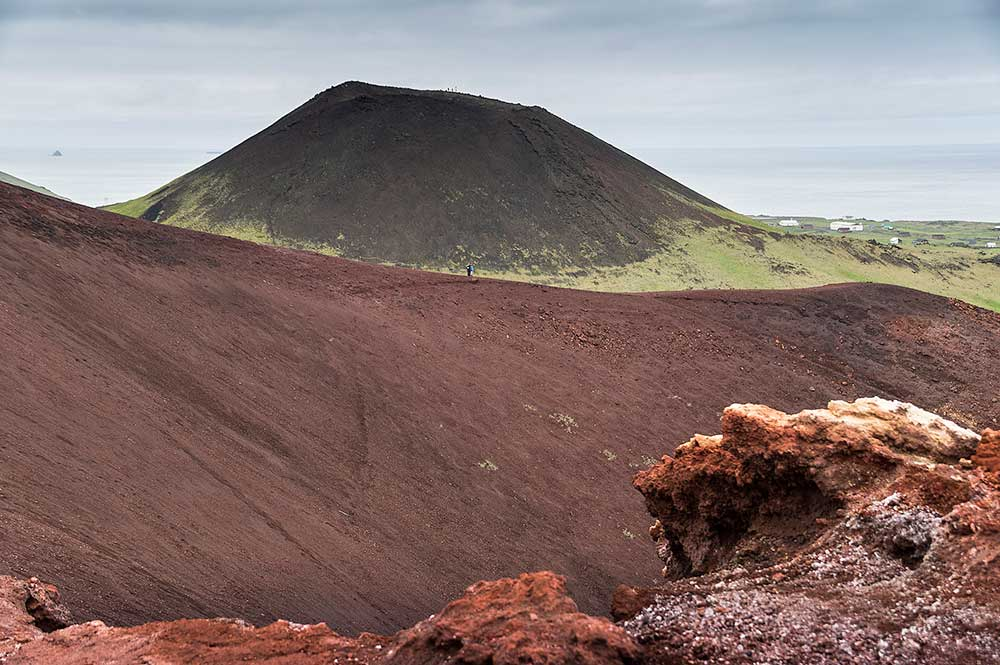 Island, 25.6.–9.7.2017. - Vestmannaeyjar, výstup na Eldfell (221), Helgafell (226).