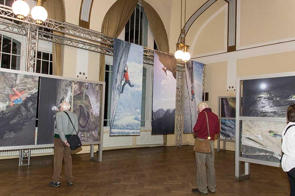 Výstava velkoformátových tisků z fotek Heinze Zaka
