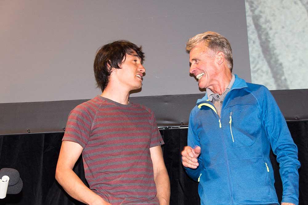 Překvapení prezidenta festivalu: po filmu přišel Petru Habelerovi popřát jeho dřívější žák, nynější vyvaděč David Lama.