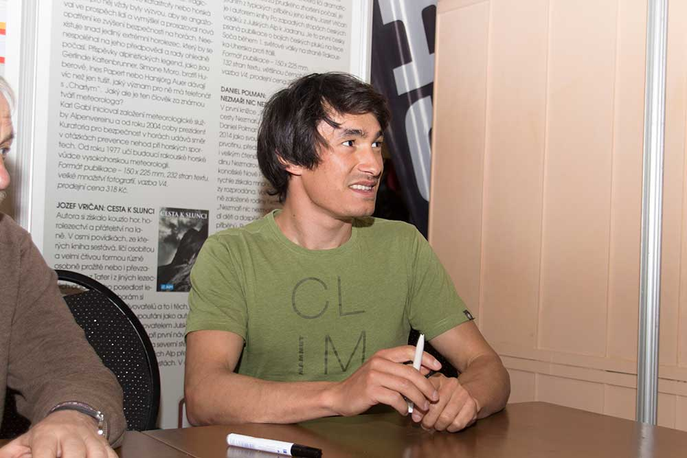 David Lama při autogramiádě