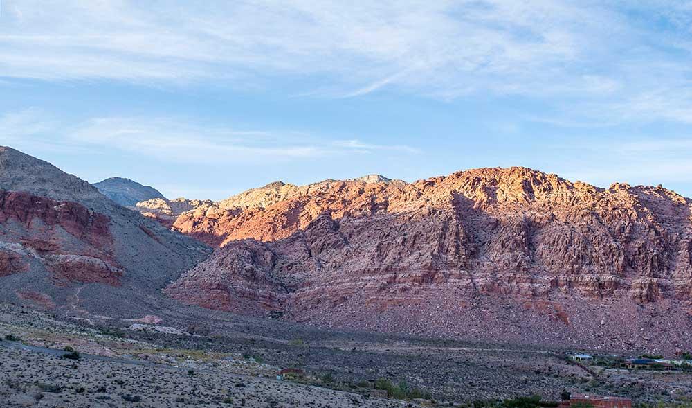 Kraft Mountain, za ní další hřeben