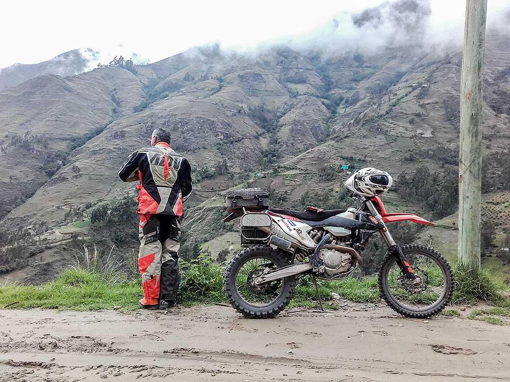 V horách nad městem Huanuco, při cestě do hornického města Cero de Pasco 4 300m