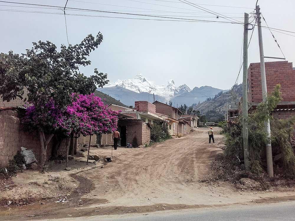 Příjezd od západu pod masi Huandoy