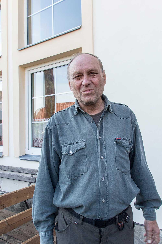Fotograf ptáků a zvířat Lubor Zalabák pořád ještě i pěkně leze.