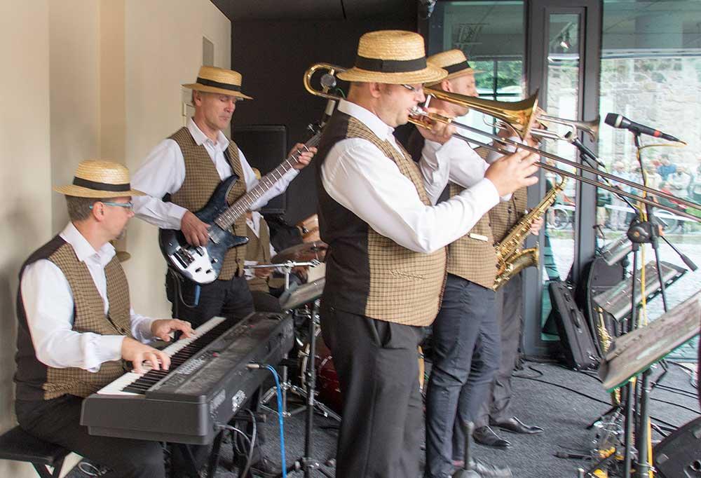 Turnovský All Stars Band se staral o dobrou náladu po celé odpoledne.