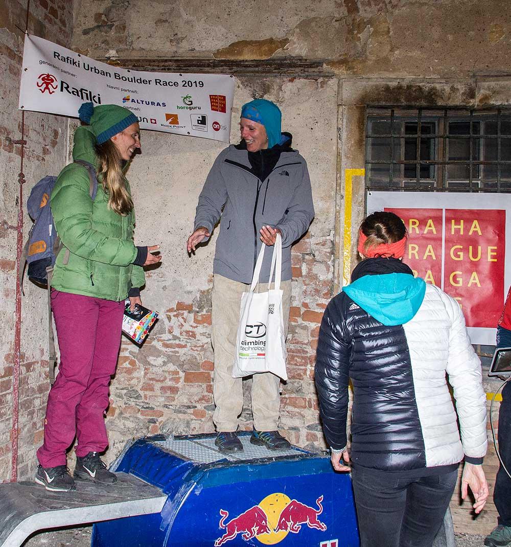 Vítězky Zlagboard contestu Míša Adámková a Ludmila Matysová
