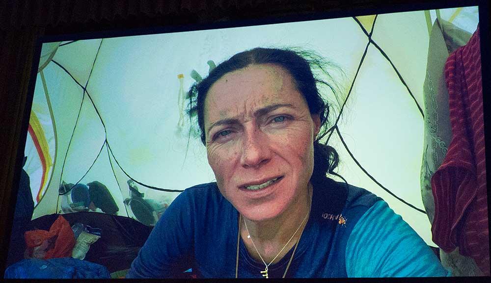 Klára v selfie videu