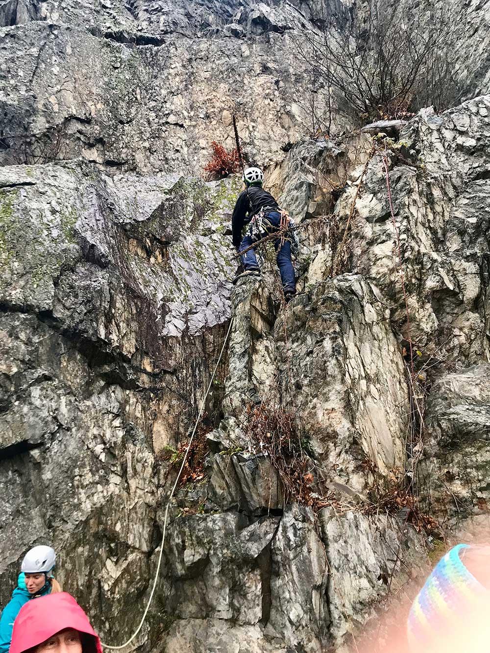 Na lezení mokro a nevlídno. První parta na údolce