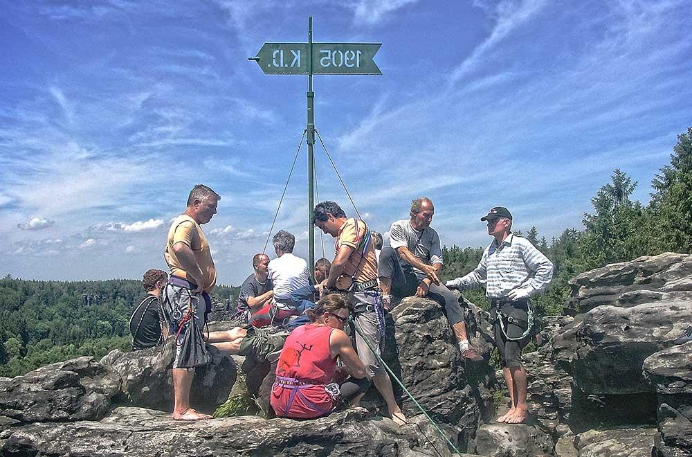Větrná korouhvička na vrcholu Daxensteinu