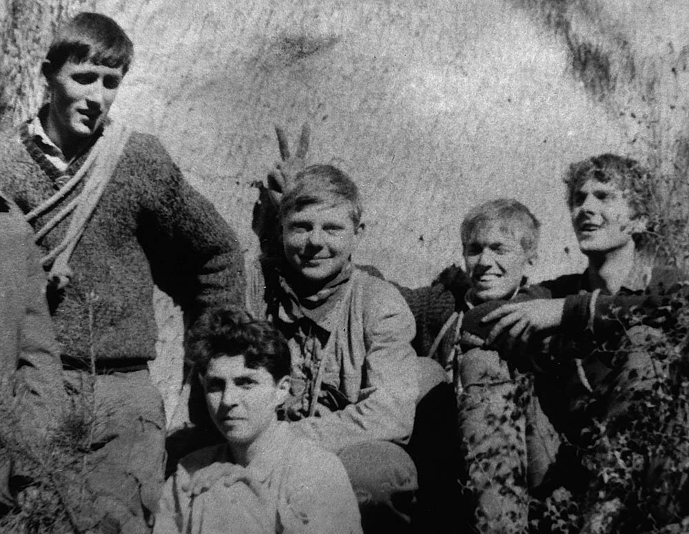 """Hoši z KZP Honza """"Chroust"""" Procházka, Zbyněk Ledabyl, Jirka """"Šáša"""" Jíra, Pavel """"Ščevl"""" Ščevlík a Vláďa """"Filek"""" Kuchař pod Anebem, duben 1967"""